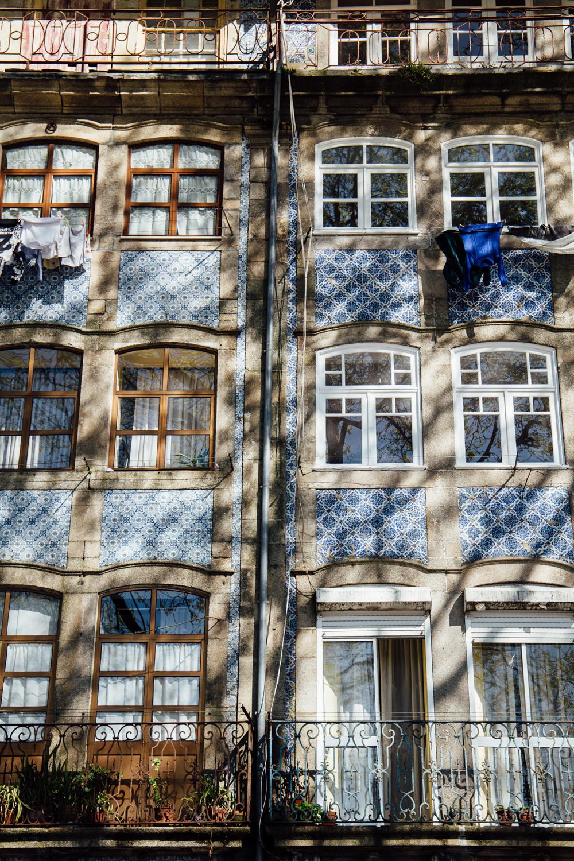 façade azulejos Porto