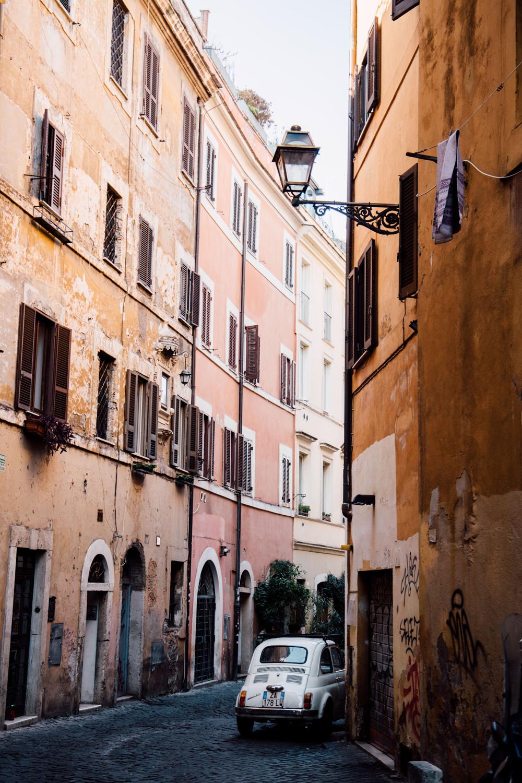 ruelles typiques et colorées Rome