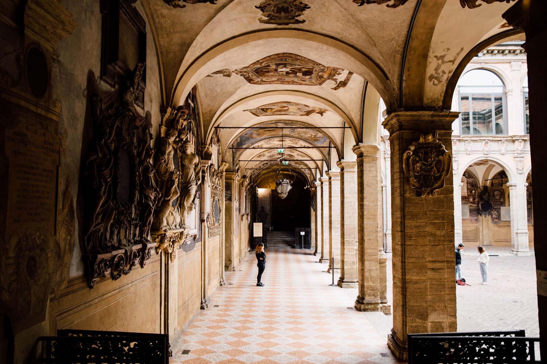 arcades et palais de Bologne