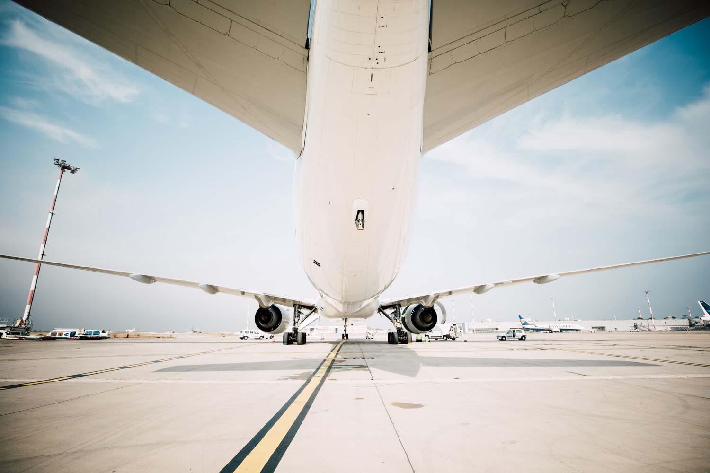 marcher sous un avion