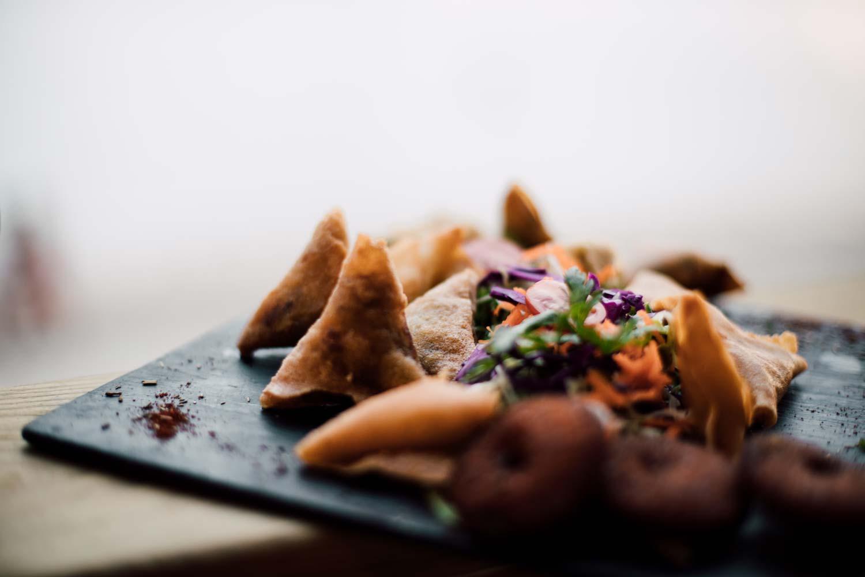 cuisine réunionnaise : samoussas et bouchons en apéritif