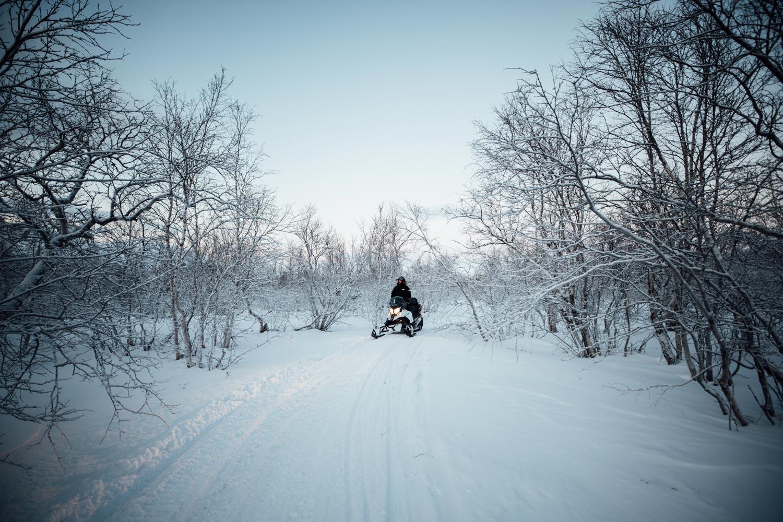 snowmobile laponie Arctic Peak