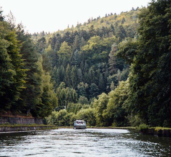 Tourisme fluvial — les canaux de France en croisière bateau
