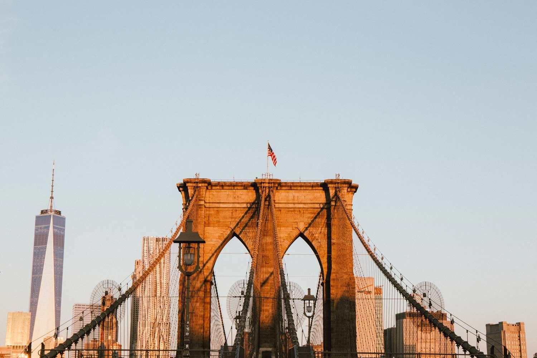 voir le pont de brooklyn au lever du soleil