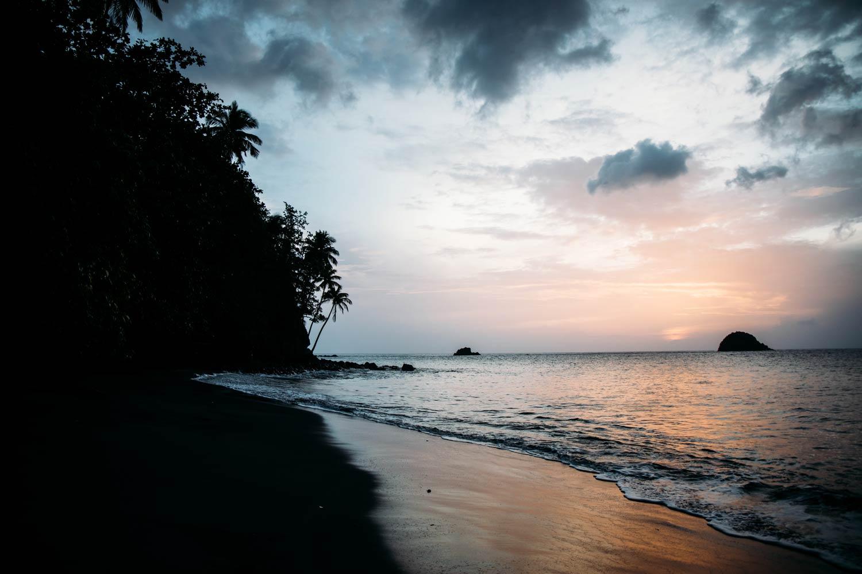 plage sauvage Antilles françaises