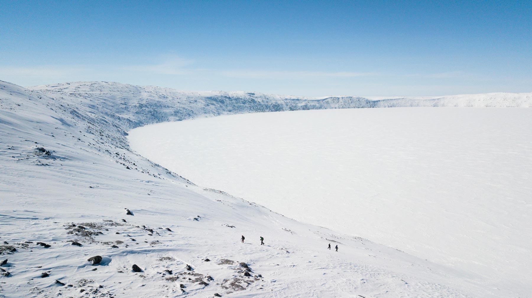 vue aérienne du cratère de Pingualuit en hiver