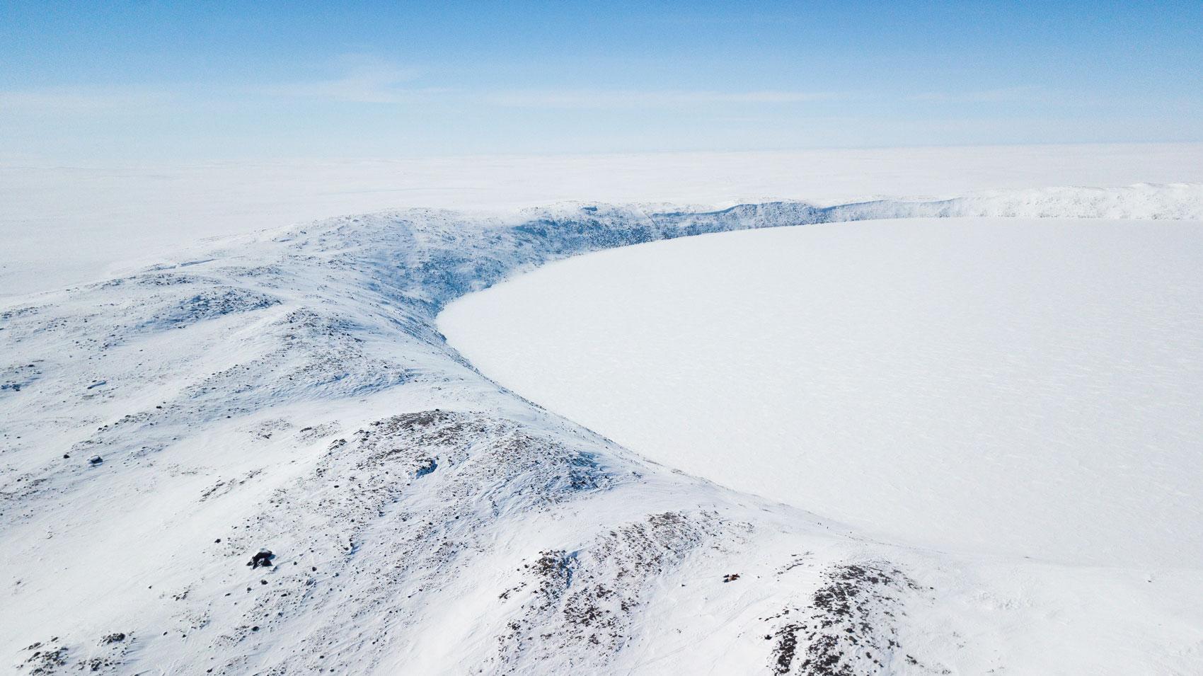 vue du cratère Pingualuit en drone