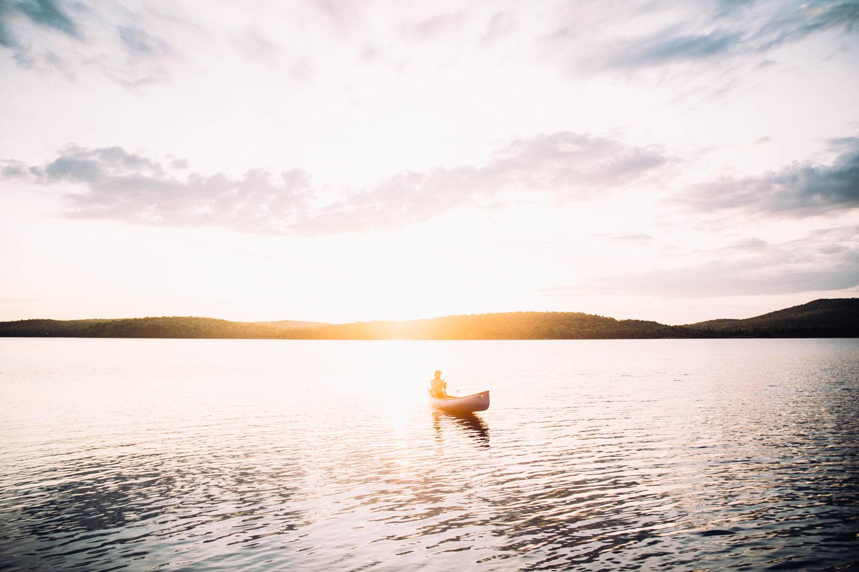 canot au coucher de soleil Québec
