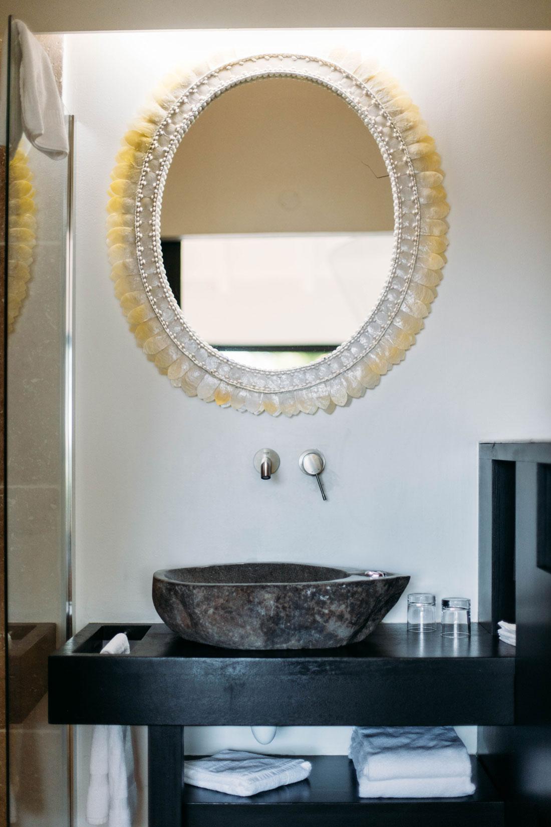 détail salle de bain bungalow Toubana