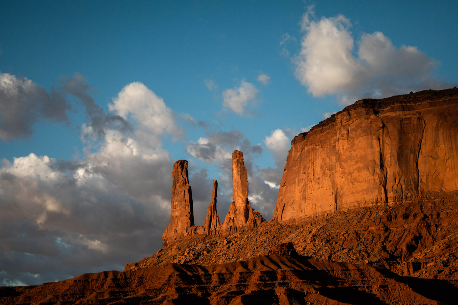 photo-the-three-sisters-guide-monument-valley