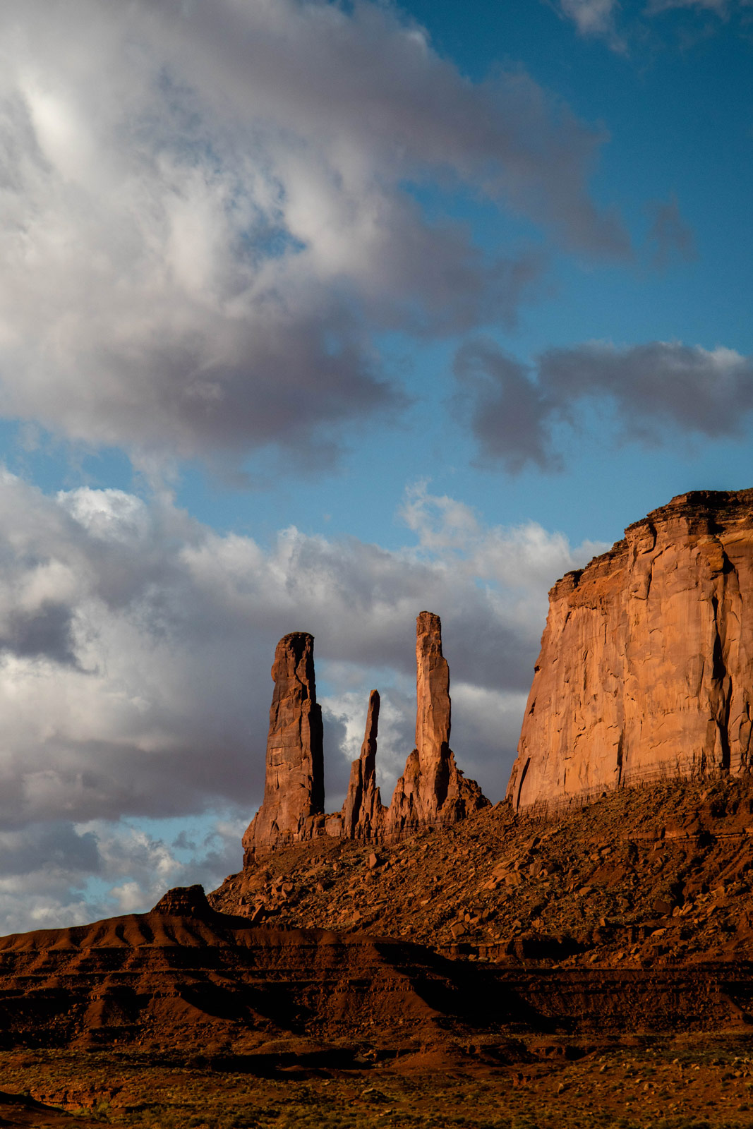 the-three-sisters-guide-monument-valley