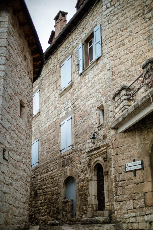 histoire village médiéval sainte-énimie