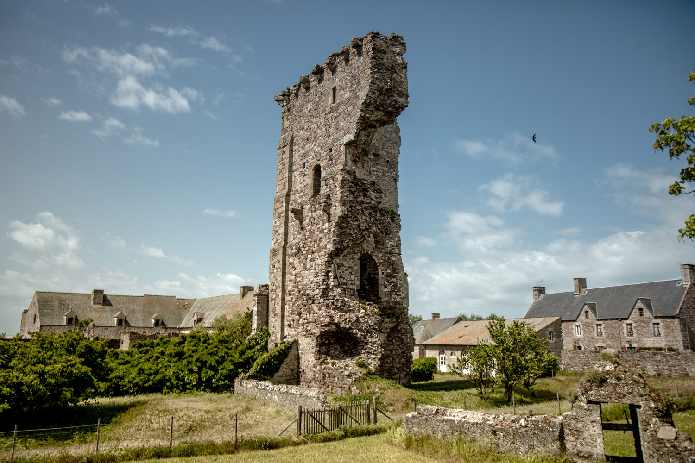 chateau médieval de Regnéville dans La Manche
