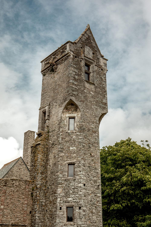 la tour de la fée andaine chateau de gratot