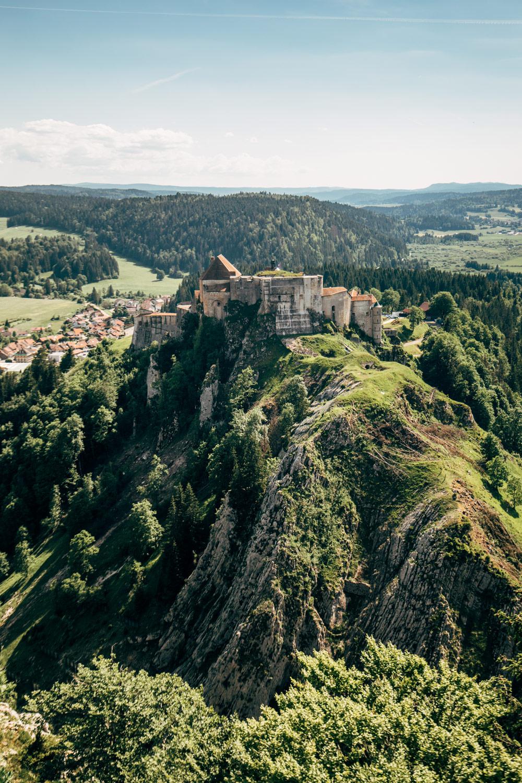 chateau de joux la cluse-et-mijoux