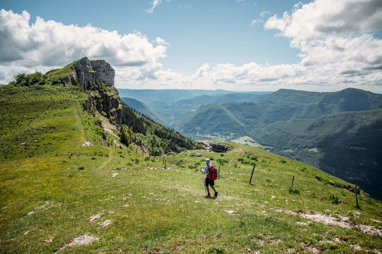 étape sentier des crêtes sur la grande randonnée du jura
