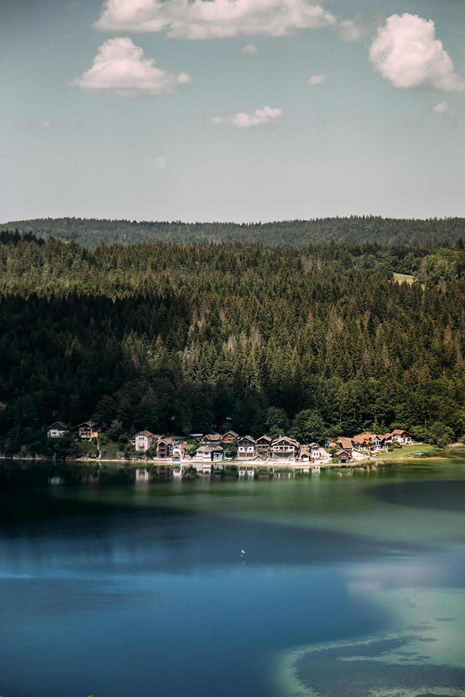 randonner autour du lac de saint-point