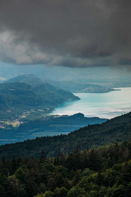 vue sur le lac du bourget depuis le col du grand colombier