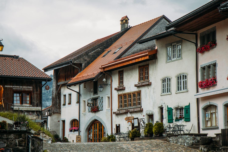 visiter la ville médiévale de Gruyères
