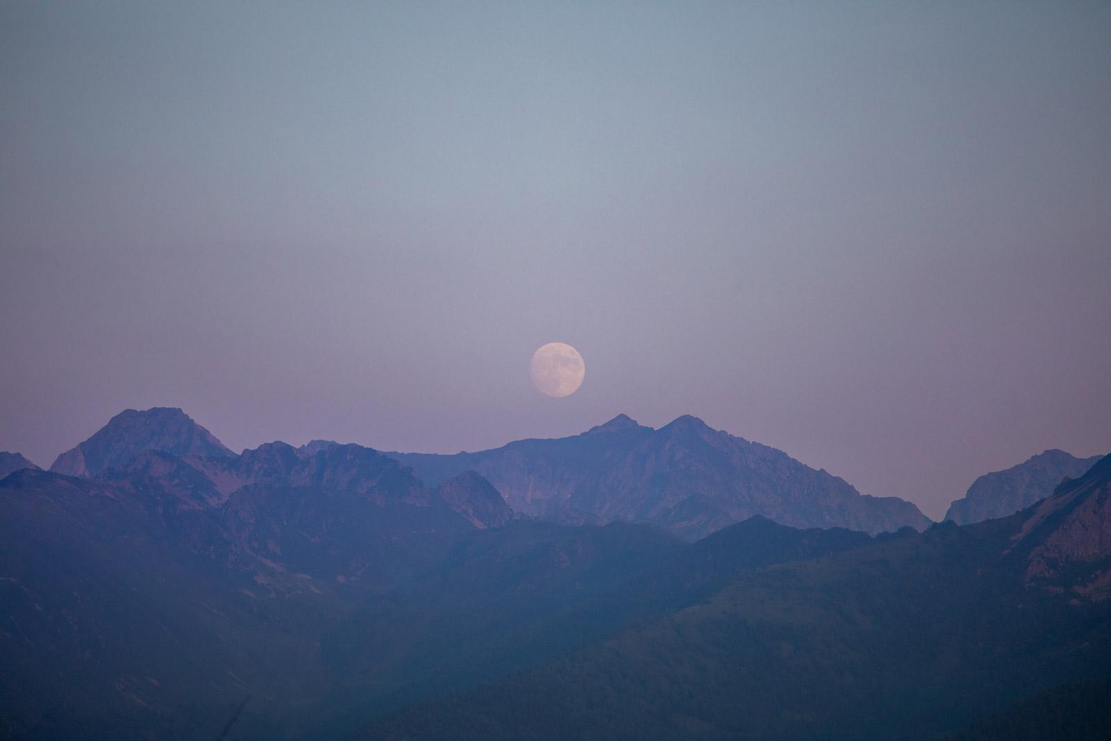 lever de lune sur la dent d'orlu