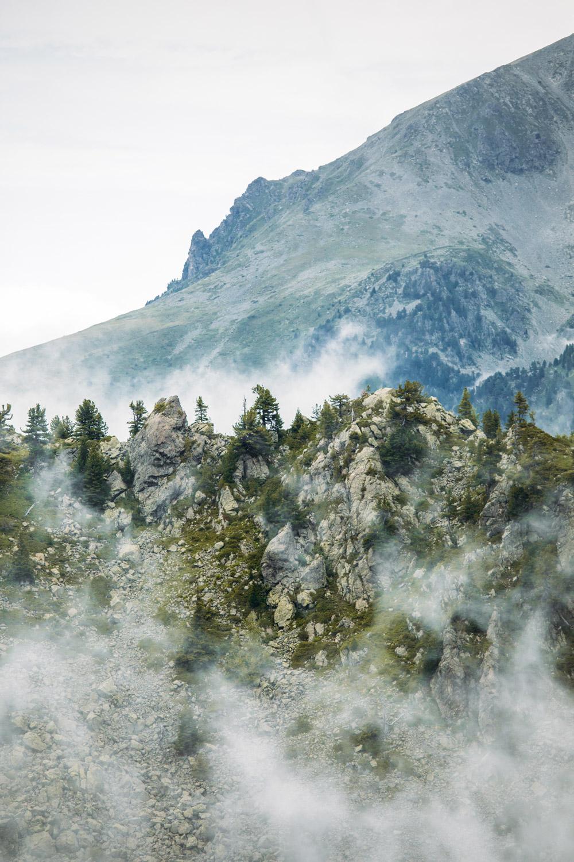 massif de belledonne dans la brume