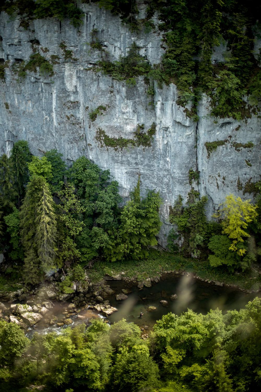 randonner sur la GTJ dans les gorges du Doubs