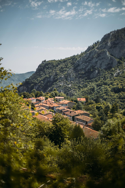 village de Montségur sur le chemin des bonshommes